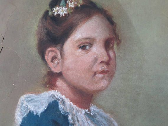 Antique pastel portrait of a sweet and enigmatic girl with a garland of white flowers on the hair. Green background. It is signed on the bottom right corner Octavie 1918. The artwork is offered with a modern frame because the paper and the technique (pastel) are extremely delicate and it needs to be protected. In quite good antique condition: as you can see from the pictures, it is damaged in some parts, but still very beautiful. The final price takes in consideration all the flaws. Measures…