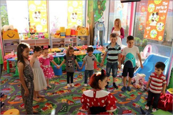 Locul de joaca din Bucuresti Zuzi Party poate oferi copilului dumneavoastra distractia, jocurile si jucariile pe care le viseaza sau pe care nu le gaseste acasa, trambulina, tobogane sunt cateva din obiectele care o sa incante micutii.  www.zuziparty.ro