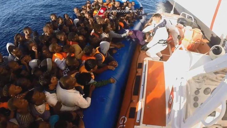 Kustwacht Italië redt duizend migranten, toestroom neemt niet af | NOS