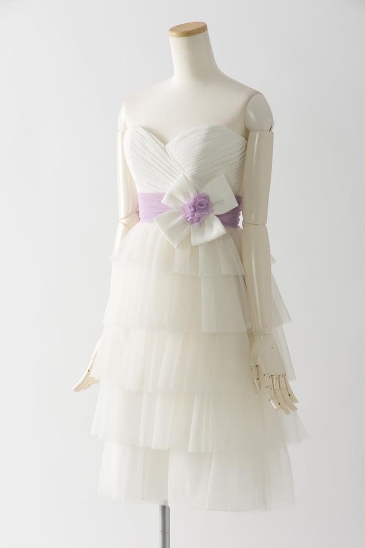 ブライズメイド 結婚式 ドレス セール チュール 7384 白 Sale, Instock Bridesmaid Dresses. Ivory, Beige Multi Color Floor Length & Knee Length Satin Dress. #ブライズメイドドレス #ブライズメイド 合計金額 ¥20,000-(税抜)以上で送料無料即日納品 セール商品の返品受付サービス・お直しについて  軽やかなチュールの雰囲気が印象的な膝丈ドレス 高い位置でマークされたラベンダー色のサッシュとリボンが可愛らしく、動きやすいカジュアルなデザインで1.5次会や二次会用のミニウエディングドレスとしてもオススメです 定価26,700円の60%オフにて限定販売です  販売ドレスカラー: アイボリー(画像色)サイズ0 ドレス実寸サイズ-バスト84cm/ウエスト63cm/ヒップ90cm/着丈(脇から裾まで)80cm  【セールドレス色別タグ】 #アイボリー・ベージュ系  #赤・ピンク系  #ブルー・パープル・グリーン系  #イエロー・コーラル系