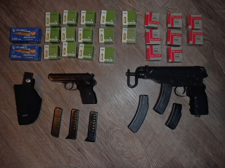 Škorpion + CZ70 + náboje - Dobrý den, prodám Škorpion + 3 zásobníky. CZ70 + 3 zásobníky (jeden nemá botku) + pouzdro Dasta a k tomu 675 nábojů 7,65 Browning (stejná munice pro obě zbraně). Vše co je na fotkách.https://s3.eu-central-1.amazonaws.com/data.huntingbazar.com/11132-skorpion-cz70-naboje-pistole.jpg