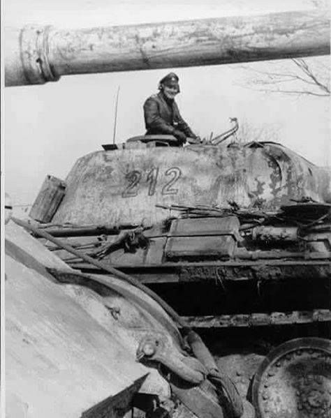 Panther 212 and Königstiger of Leibstandarte in Hungary 1945