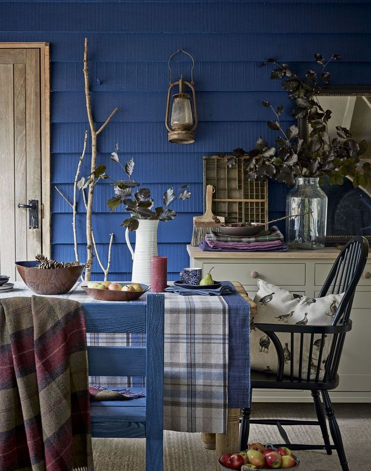 Midnight Blue Dining Room with Natural Foliage and Checked Linen