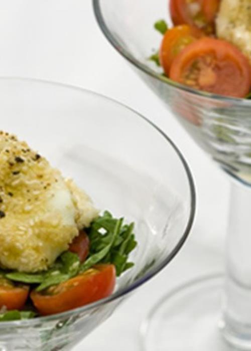 Salada de tomate cereja com rúcula e mozzarella grelhado