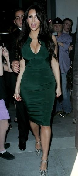 Who made Kim Kardashian's snake pumps and green dress that she wore in Los Angeles on March 31, 2011?