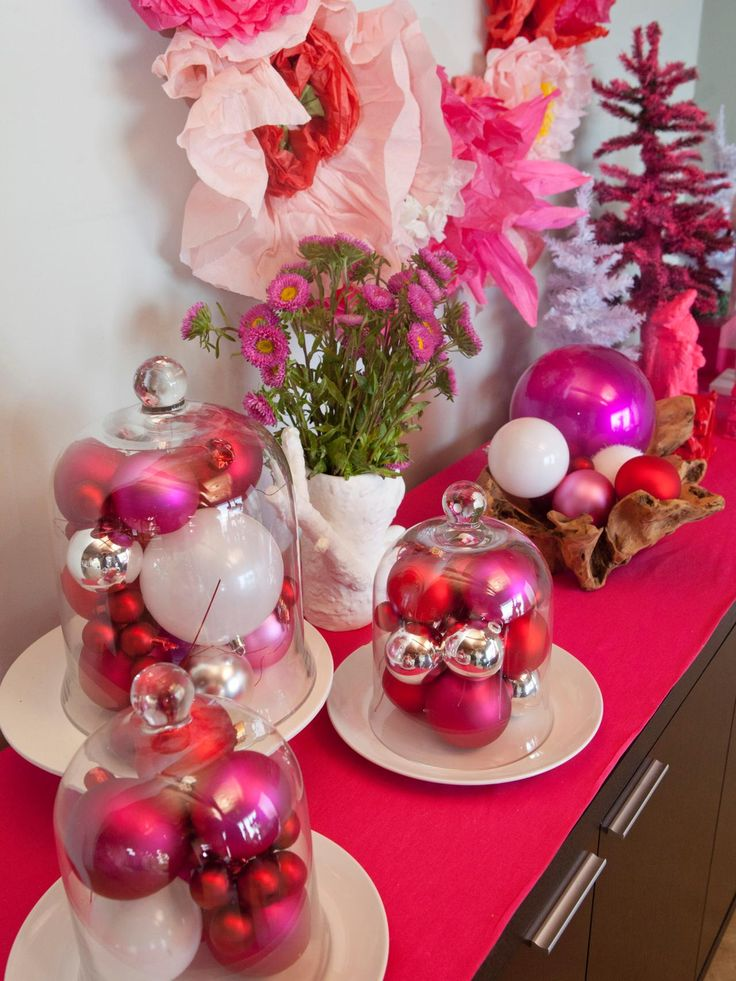 On hgtv 39 s celebrity holiday homes cheryl burke shows the for Pink christmas decorations