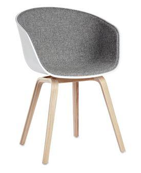 About A Chair stol (AAC 22 med front polstring) erdesignet av Hee Wellingfor Hay. En av våre bestselgere, kom gjerne innom showroomet for å prøvesitte. Skall: Polypropylene. Ramme: Eik W:50 x D:59 x H:46/80 cm. Polstret front i tekstil fra Kvadrat:Steelcut Trio, Steelcut, Remix,Hallingdal, Coda og Divina MelangeS. pør oss gjerne om tekstiler og farger. Avbildet: Hvitt skall og Hallingdal 130 (grå) Gult skall og Hallingdal 407 (gul) Sort skall og Remix 412 (grønn) O...