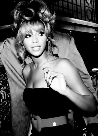 I am in love with Beyonce.  She is now fulfilling her task as the ulitmate mom.  Join us for more updates at www.editorialmom.com. Follow us on twitter @editorialmom.com or like us on facebook @ facebook.com/editorialmom
