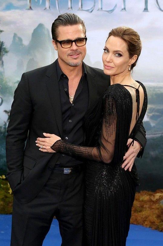 Pitt a Jolie na recepci k filmu Zloba - Královna černé magie v roce 2013