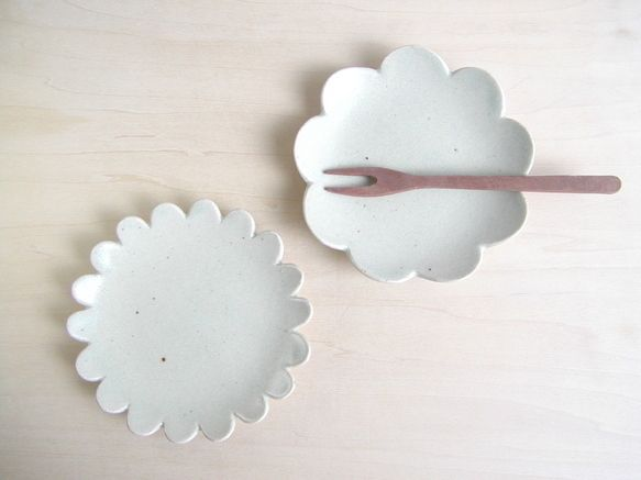 Scalloped dishes from Creema