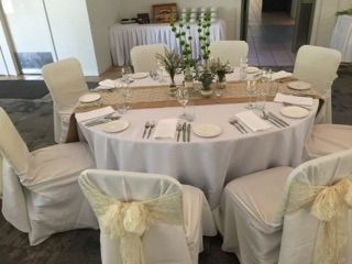 An example of one of our table settings designed by Flowers in Paradise and included in our Silver and Gold wedding packages.