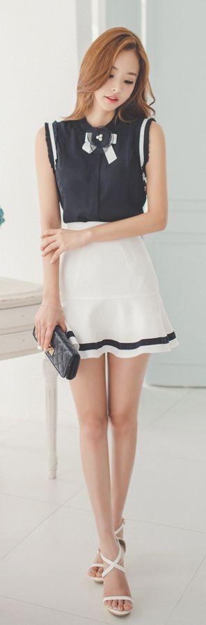 Luxe Asian Korean Women Fashion Pleat Corsage Black Top