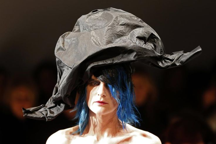 Parigi, capelli e cappelli in passerella