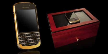 BlackBerry Q10 is now available in Gold body.