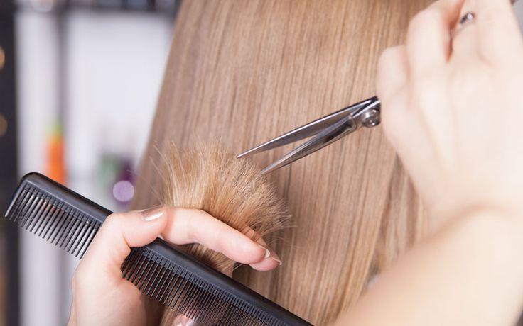 Kun je gespleten haarpunten herstellen? En zo ja, met welke haarverzorgingsproducten kan dit het beste? Je leest het hier.