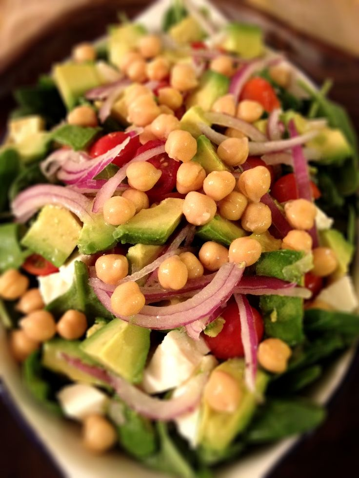 Salad full of healthy fats vegetables and proteins. Choice for lunch or dinner Avocado Chick peas Dinner, Healthy Fat Low Calorie Lunch Nutrition Olive oil Protein Salad Vegetables