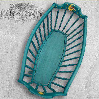 Sortie d'atelier : Relooking d'un berceau (bercelonnette à colonnes) classique dans un coloris tendance avec la chalk paint d'Annie Sloan par La Fée Caséine.