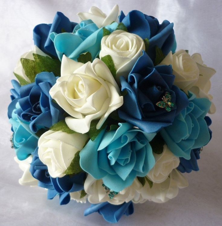 use of artificial flowers to incorporate teal into bouquet