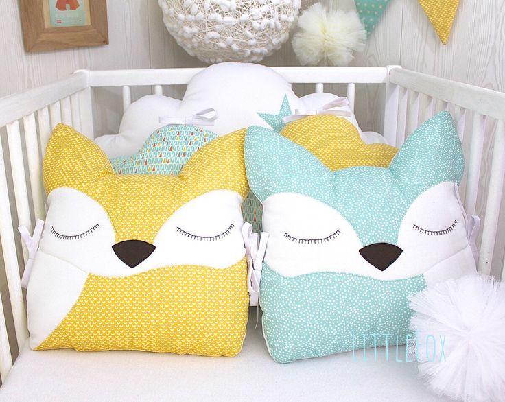 Tour de lit bébé en 70cm de large, 5 coussins nuages et renards, vert d'eau, jaune et blanc par LittleFoxForBaby sur Etsy https://www.etsy.com/fr/listing/582941169/tour-de-lit-bebe-en-70cm-de-large-5