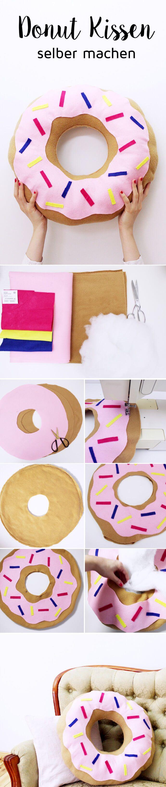 DIY Donut Kissen selber machen: Heute zeige ich euch eins meiner Lieblings-Projekte: Ein selbstgemachtes Kissen im Donut-Style. Ist das nicht eine super süße Idee? Ihr wisst ja, ich bastele am liebsten mit Donuts und habe schon meine eigene Donut Seife, Donut Duftkerzen und natürlich auch essbare Galaxy Donuts selbst gemacht. Ein DIY Donut Kissen stand schon ewig auf meiner To-Do Liste und ich bin umso glücklicher, es endlich in Angriff genommen zu haben!