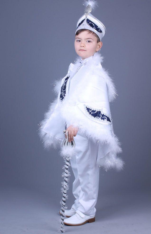 Yağız Beyaz Lacivert Pelerinli Sünnet Elbisesi Bu pelerinli sünnet kıyafetleri toplam 9 parçadan oluşmaktadır. Şu anda sünnet kıyafetlerimizin fiyatları %50 indirimdedir. Bu numaralardan bize ulaşabilirsiniz  0212 909 32 31 - 0212 519 50 00 - Whatsapp: 0507 896 02 02