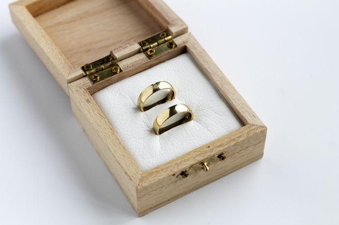 Trouwringen doosje waar je jullie namen in kan laten graveren! hoe gaaf! Deze shop je bij joehoee.nl