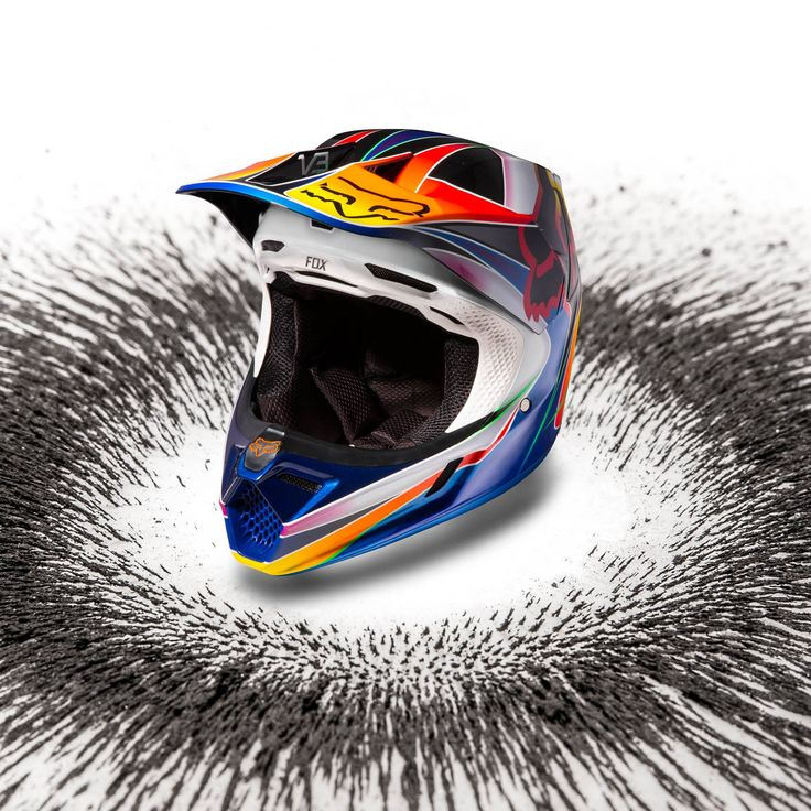 FOX MOTO 2018 NEW COLLECTION The Fox V3 helmet introduces the next level of visor technology, it replaces screws with the all new Magnetic Visor Release System designed to resist roost, but release in a crash. For 2018 The New V3 Helmet with MVRS is Coming Soon in all XCLUB Leading Stores. Visit our website www.xtremerated.com #xtremerated #xclub #foxMVRS #foxracing