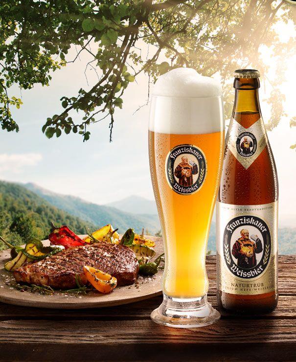 Franziskaner Hefe-Weissbier Naturtrüb - ist ein natürlicher und eleganter Weissbierprotagonist aus Bayern mit einem üppig weißen Schaum. Das kupfergoldene Weizenbier mit hefetrüber Opaleszenz entfaltet einen aromatischen Duft mit harmonischer Frucht in dem Bananen und Zitrusfrüchte grüßen lassen.