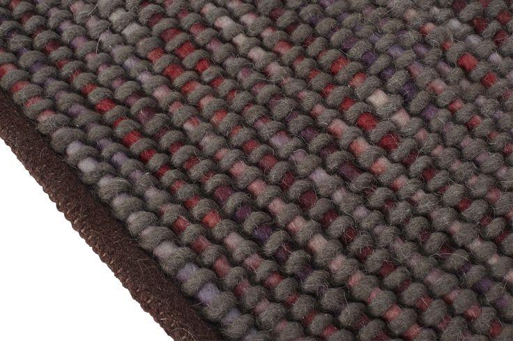 Arth håndknyttet teppe. Dimensjoner: L240 x B170cm. Kr. 3990,-