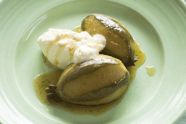 Riesling-poached feijoas and cream – Recipes – Bite