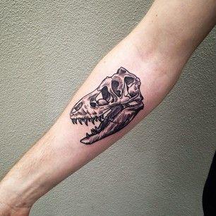 Ou ce crâne de Tyrannosaure. | 49 idées sublimes de tatouages noir et gris
