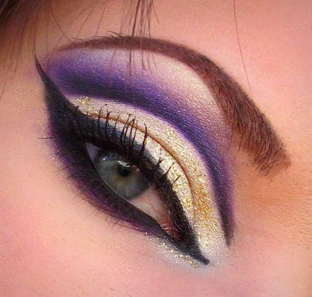 Pretty party eyes! ♥ Via Makeup Lessons.