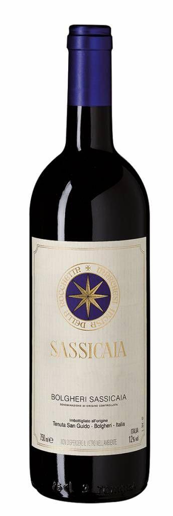 Bestel Tenuta San Guido 'Sassicaia' DOC 2011 voordelig bij wijnig.nl. Tsja, wat moet je hier nog schrijven. Er is zoveel te ontdekken in deze complexe topwijn. Wij noteren aroma's van gedroogde zwarte bessen, chocolade en zeer gepolijste tannines. Maar dat was een momentopname, deze wijn ontwikkelt in je glas..#tenuta #rodewijn