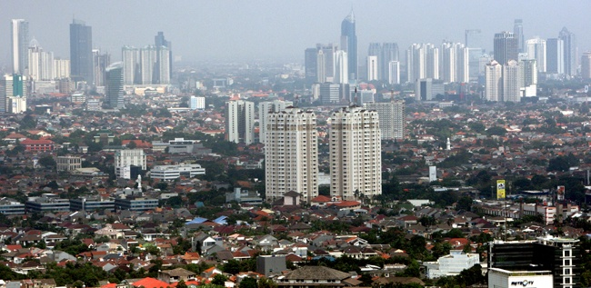 The Jakarta skyline currently has 75 skyscrapers, up from 40 in 2009. One expert predicts there will be 250 by 2020. (JG Photo/Jurnasyanto Sukarno).