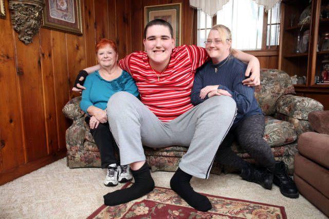 Broc Brown est l'adolescent le plus grand du monde avec 2.34 mètres