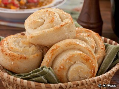 Parmesan Garlic Rolls - Dunk these warm, flaky rolls in spaghetti sauce and enjoy! This side dish bread recipe is a favorite at the dinner table, especially for holidays like Easter, Thanksgiving, or Christmas.