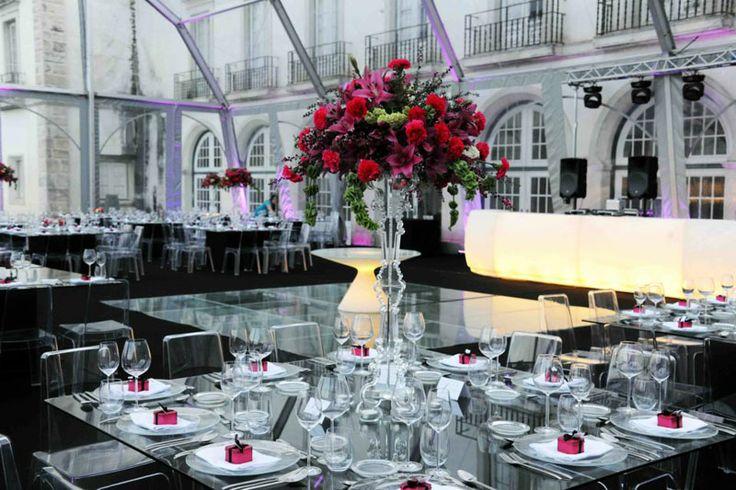 2013   Matrimonio   Lisbona, PortogalloArredato con tavoli ED, banconi Jumbo Bar, sedute Giò Pouf e Cubo, scaffali Open Cube e lampade Globo