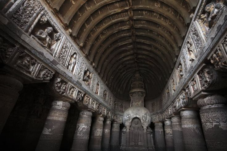 Утром экскурсия на целый день в Пещеры Аджанты – буддистский храмовый пещерный комплекс, в 1983 году включенный во Всемирное историческое наследие ЮНЕСКО.