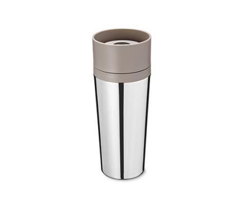 9,99 € | Thermobecher aus hochwertigem Edelstahl 18/10 Das volle Kaffeearoma auch für unterwegs: Der Coffee-to-go-Becher mit umlaufendem Trinkrand ist doppelwandig und hält Kaffee oder Tee länger heiß.