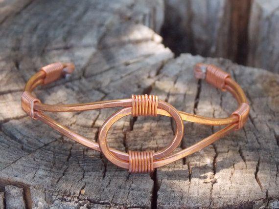 Pulsera de alambre con alambre de color burlywood. Es una pulsera hecha a mano…