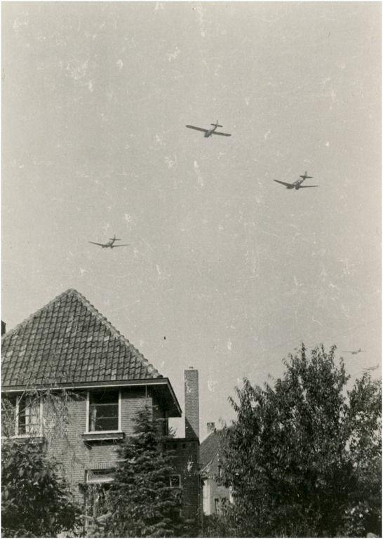 Wintelre - Militaire actie: geallieerde vliegtuigen voorafgaand aan de luchtlandingen Auteur: niet vermeld - 1944