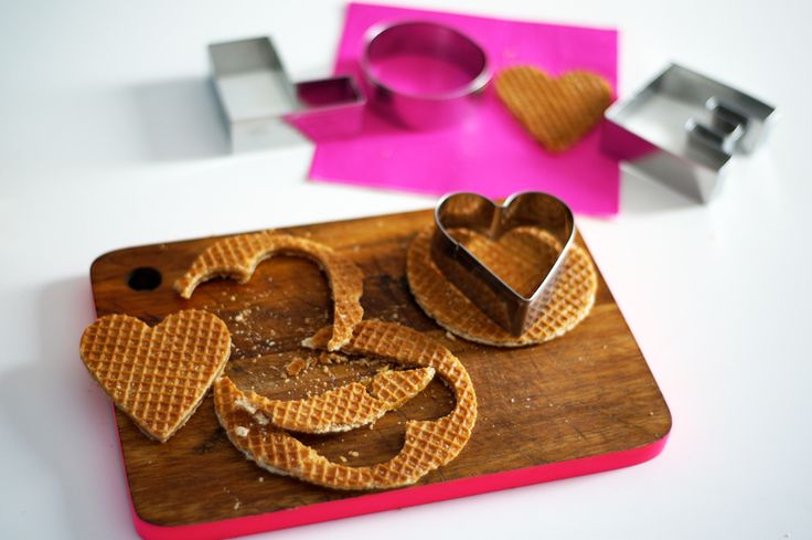Stroopwafel hartjes / hearts made out of Dutch stroopwafels