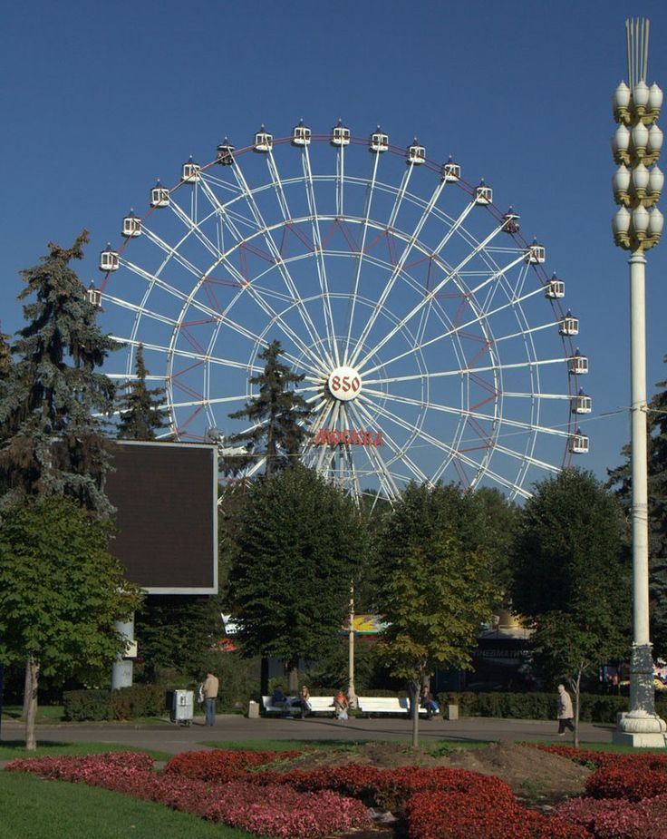 "The ""Moscow 850"" Ferris Wheel - one of Moscow's symbols- was removed"
