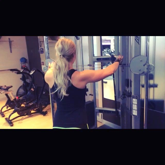 My favourite two shoulder exercises  Rear delt cable fly & side lateral dumbell raises. I had the BEST shoulder session today... PB's on everything and even smashed out some random unassisted wide grip chin ups mid workout  Try a superset Max reps on each of these shoulder exercises #teampowerfit (Yes I'm bopping toward the end as it was buuurrnnniiinnnnggggg!) Love training with my gf Laurie  @ryderwear @glovegirl