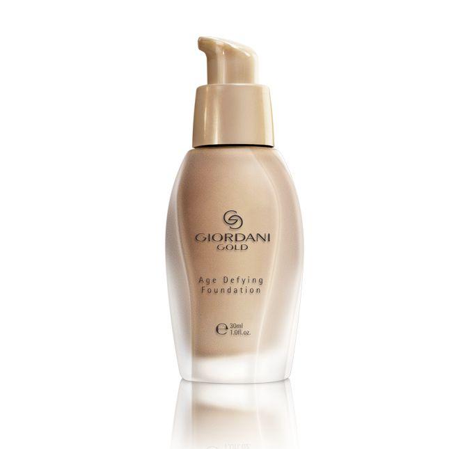 Make-up Age Defying Giordani Gold #oriflame Αντιγηραντικό make-up που βελτιώνει ορατά τον τόνο της επιδερμίδας για νεανική όψη. Χαρίζει φωτεινό και αψεγάδιαστο τελείωμα. Με συστατικά που λειαίνουν την εμφάνιση των ρυτίδων και των λεπτών γραμμών και διατηρούν τη φυσική ισορροπία της ενυδάτωσης της επιδερμίδας. Με δείκτη προστασίας SPF 8 για προστασία από τις ελεύθερες ρίζες. 30 ml