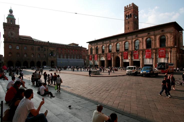 Piazza Maggiore . Bologna
