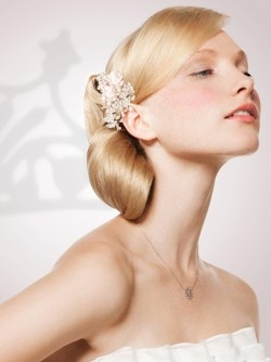 Love this sleek chignon, and especially love the special hairpin. Also from L'Oreal Professionel's Bridal collection. See the full collection here: http://www.salonmagazine.ca/collections/collections/trends/97-bridal-collection-by-loreal-professionnel