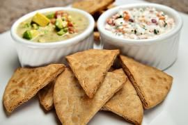 An easy and quick diabetic recipe for baked pita chips. Recipe takes just 10 minutes, and DiabeticLifestyle includes all nutritional (including carb counts) and diabetic exchange information to help people with type 1 diabetes or type 2 diabetes live well and eat well. Visit us for other diabetic snack recipes.