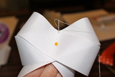 How to make your own hair bows. Easy tutorial and great for game day!
