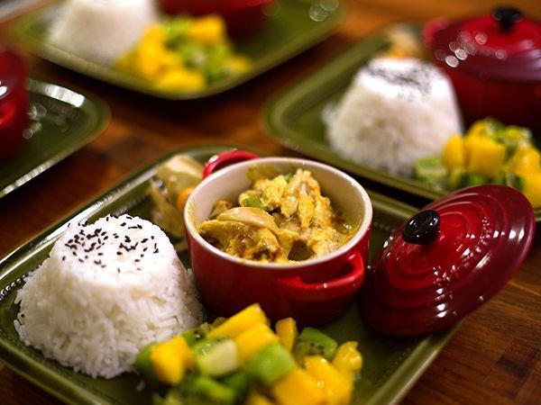 Het kycklingillusion med fruktexplosion à la magic! Tobbes gratäng på färdiggrillad kyckling, mango chutney, kiwi och färsk mango.